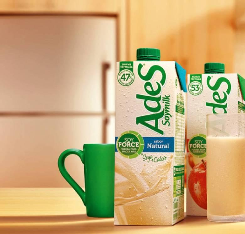 AdeS, bebida con leche de soja y zumo de frutas.