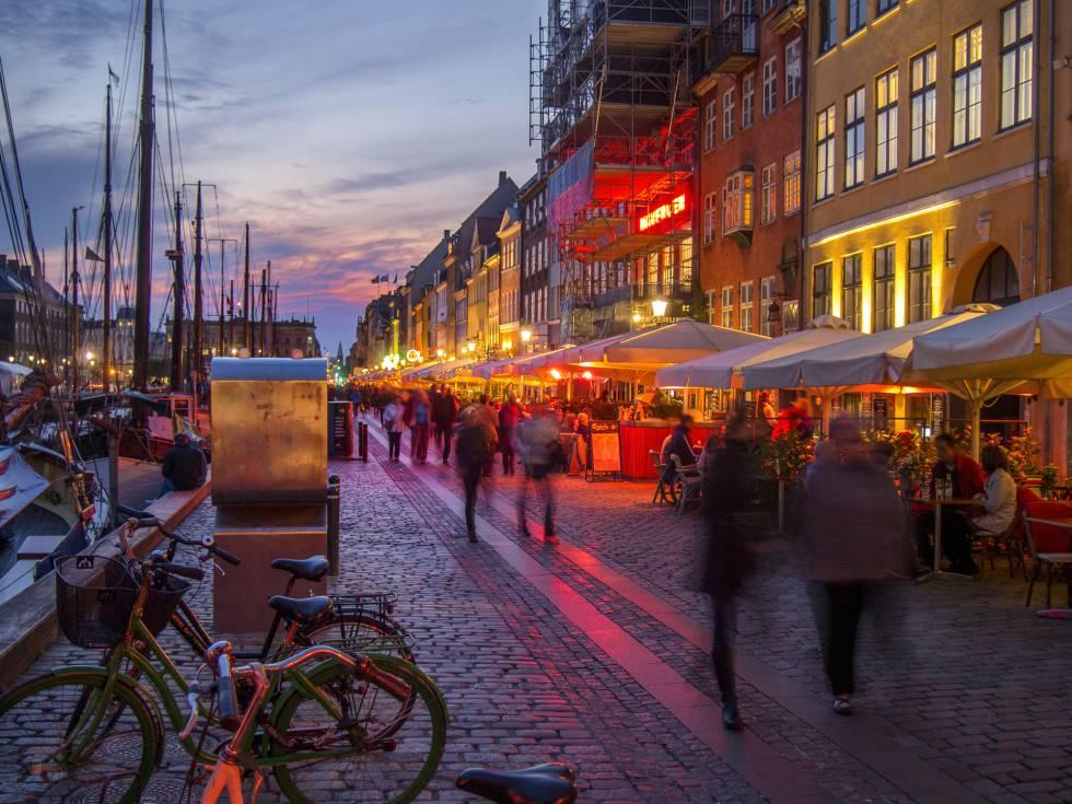 Paseo marítimo de Nyhavn, en Copenhagen (Dinamarca).