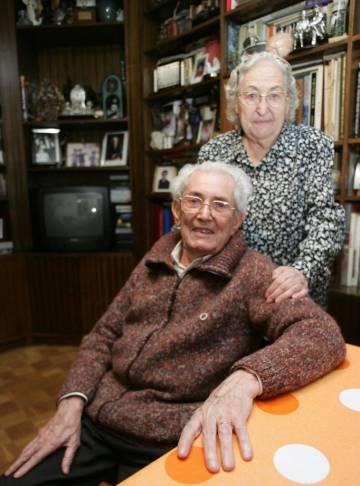 (13112006). Marcelino Camacho y Josefina Samper, en su casa en Madrid, en 2006.