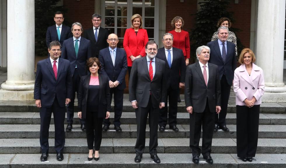El presidente Mariano Rajoy con todo su Gobierno