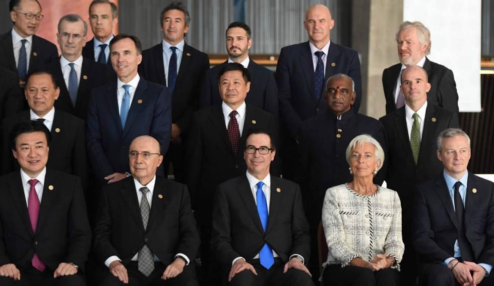 La directora gerente del FMI, Christine Lagarde, posa con los ministros de Economía y Finanzas del G-20