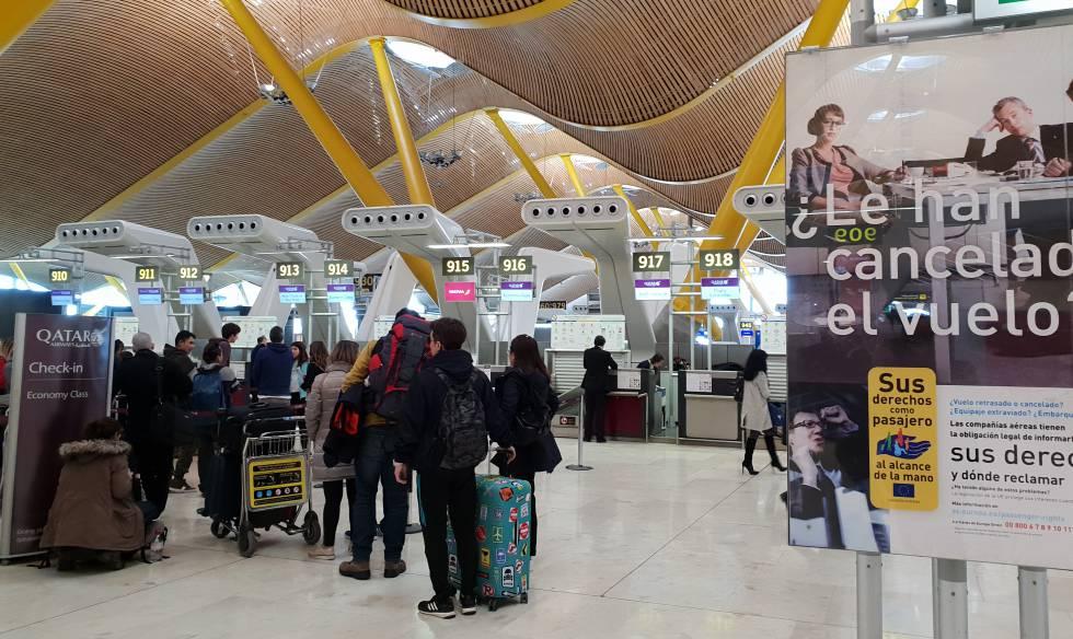 Pasajeros en el aeropuerto de Adolfo Suárez Madrid-Barajas