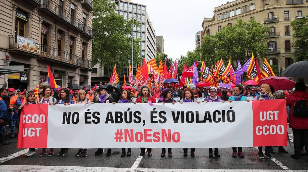 Pancarta contra la sentencia de La Manada en la manifestación del 1 de Mayo en Barcelona.