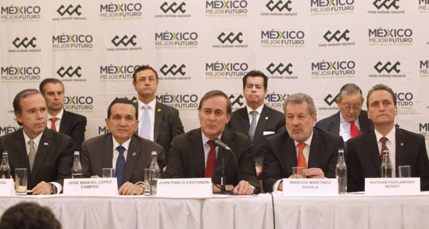 El jefe de la patronal mexicana, Juan Pablo Castañón, este miércoles, escoltado por los líderes de organizaciones sectoriales.