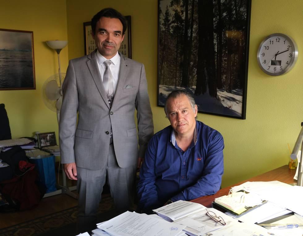 Celestino García Carreño e Ignacio Hernando Acero, abogados de Avilés que llevan 400 sentencias ganadas a los bancos por usura.