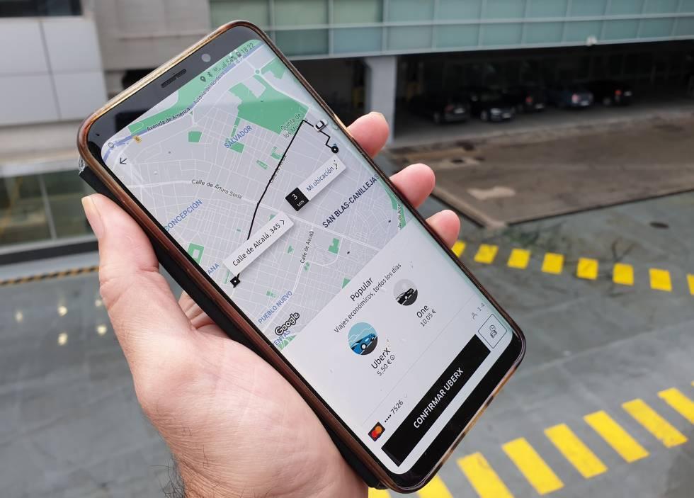 Con la 'app' de Uber se podrán contratar indistintamente VTC y taxis.