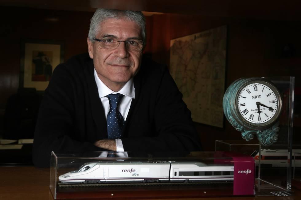 EL presidente de Renfe, Isaías Táboas, en su despacho.