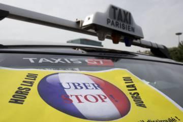 Un cartel contra Uber en París.