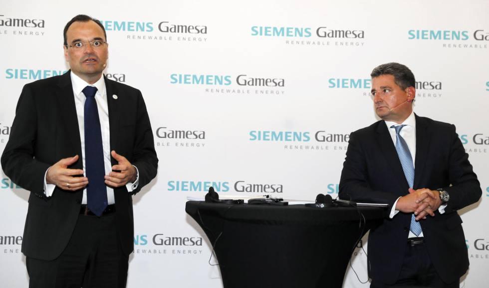 A la izquierda, el consejero delegado de Siemens Gamesa, Markus Tacke, junto al presidente, Miguel Angel López, este miércoles.