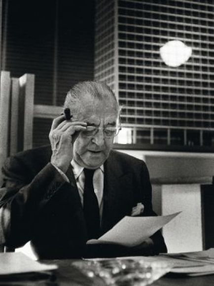 Un retrato del arquitecto en su estudio de Chicago.