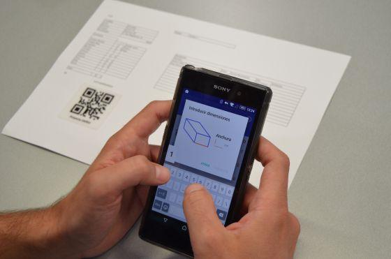 Desde el móvil, la aplicación permite la introducción intuitiva de la información.