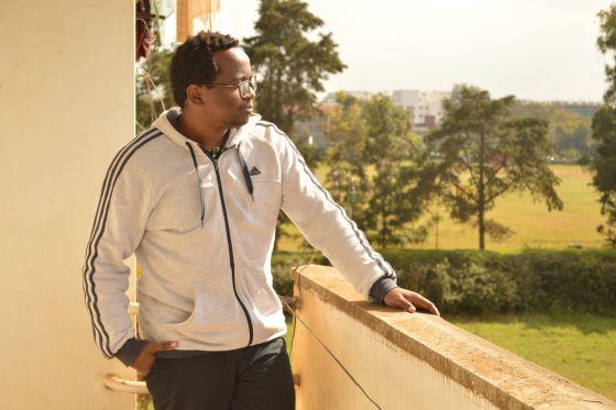 El escritor keniano, Moses Kilolo, redactor jefe y miembro fundador de Jalada.