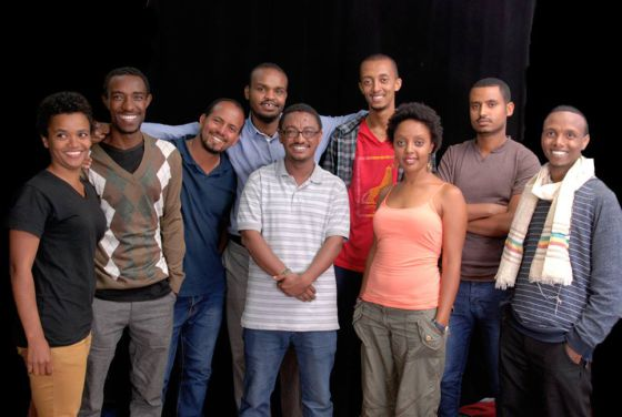 Los Zone9 Bloggers posan después de recuperar la libertad.