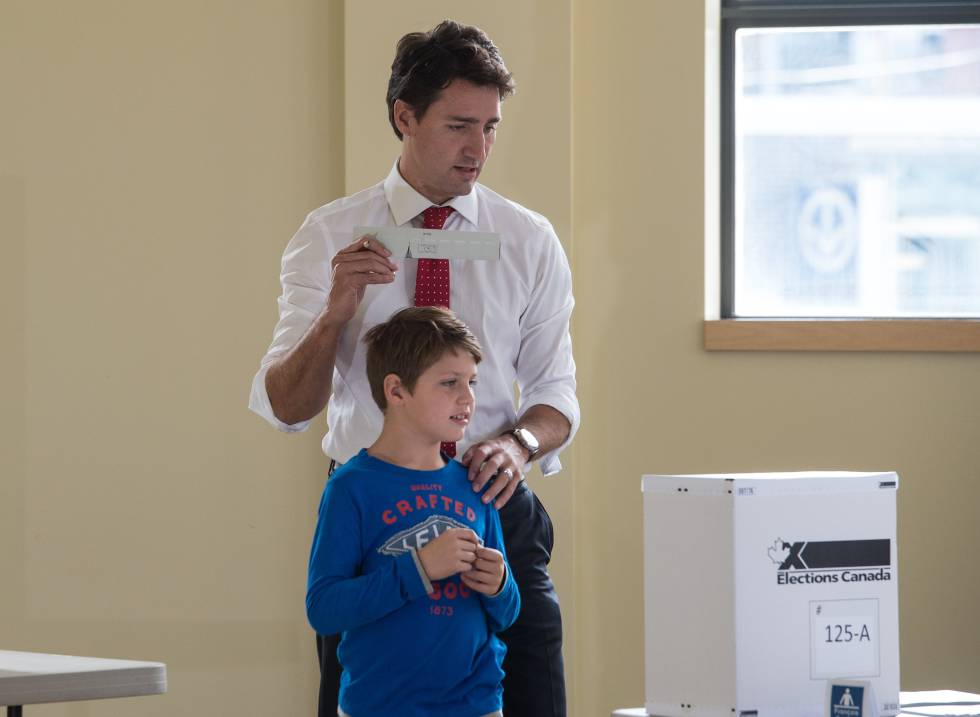 Justin Trudeau, primer ministro de Canadá, con su hijo.