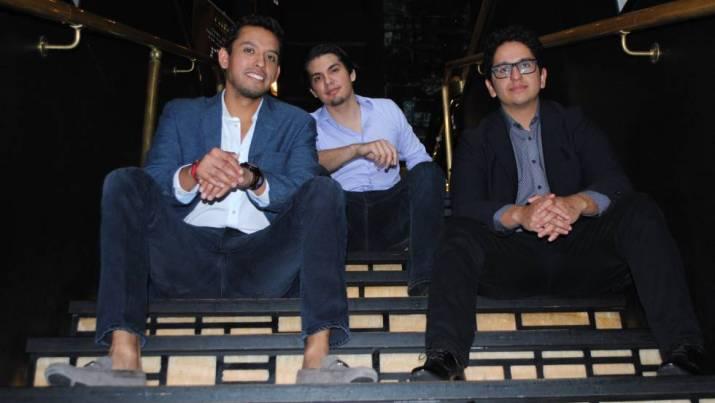 De izquierda a derecha, los hijos de Juan Gabriel: Iván, Jean y Hans Aguilera.