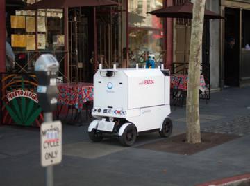 Este robot con pinta de carrito de los helados ya reparte comida de forma autónoma por las calles de San Francisco.