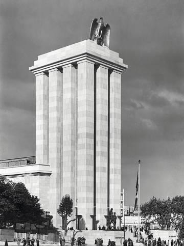 Pabellón alemán, de Albert Speer, en la Exposicion Internacional de París de 1937.