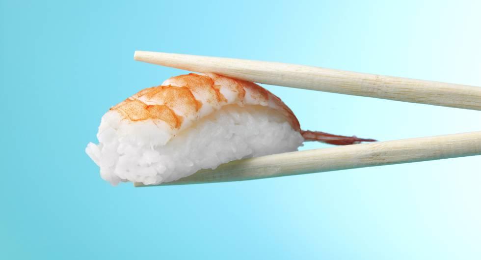 Para comer 'sushi' como un japonés, palillos fuera