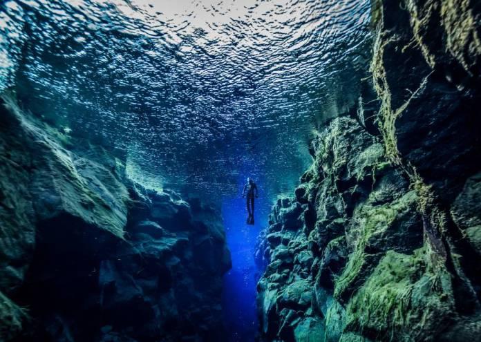 La inmersión eh la falla de Silfra en Islandia, está entre las más espectaculares del mundo.
