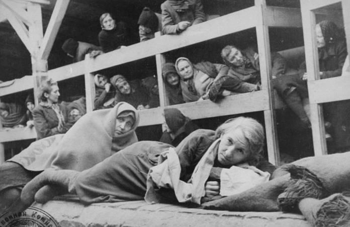 Mulheres em um barracão de Auschwitz, em 27 de janeiro de 1945, dia da libertação.