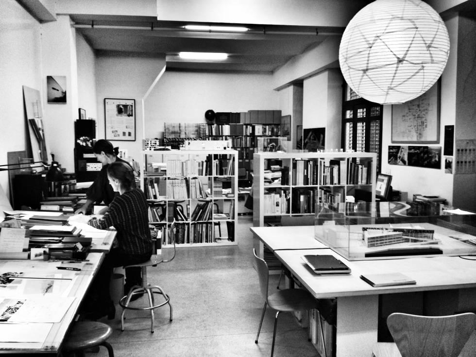 Interior del estudio de Sáenz de Oiza en Madrid.