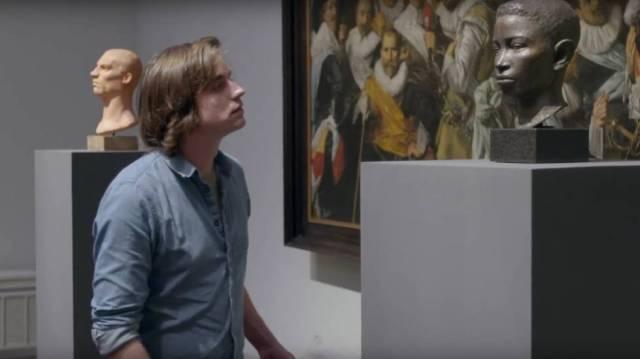 Unos efebos van a ver obras del arte clásico a un museo, y allí ocurre lo inesperado.