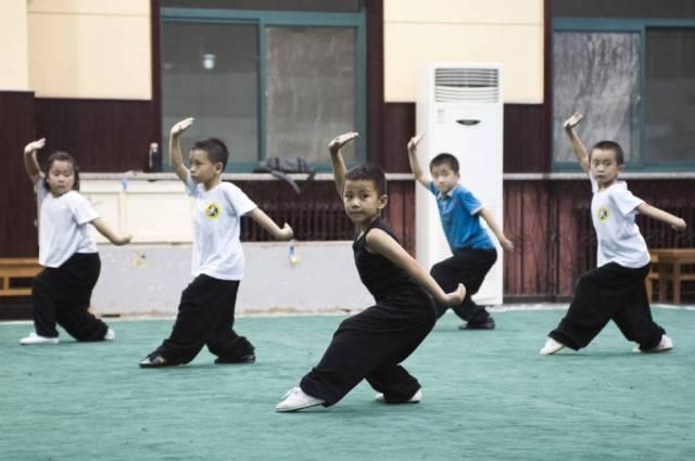 La gran competitividad de la sociedad china se nota desde que los niños son muy pequeños. La presión de los padres por sobresalir se ve bien en la escuela deportiva de Shichahai, en Pekín.