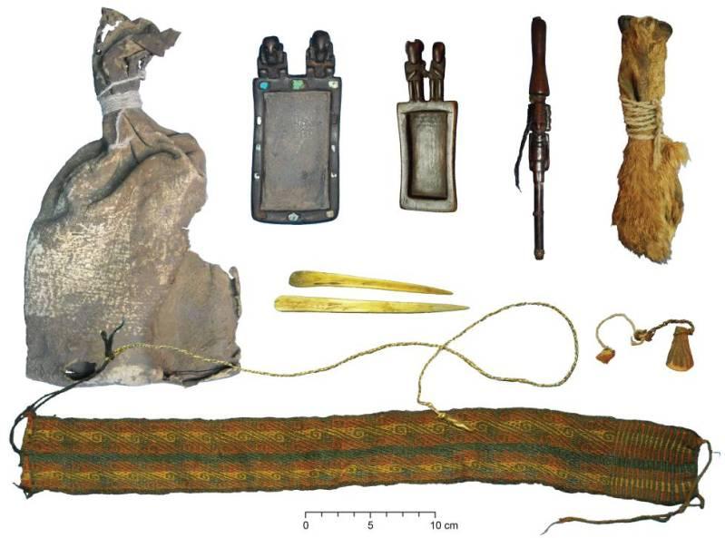 Paquete ritual con distintos objetos para consumir estupefacientes utilizados hace más de mil años en la actual Bolivia
