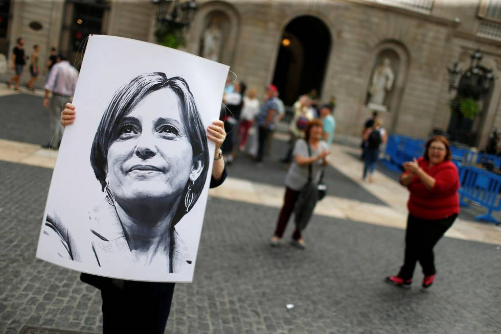 A woman holds a picture of Carme Forcadell during a protest against the Supreme Court ruling.