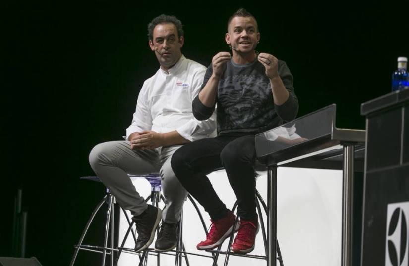 Chefs Dabiz Muñoz (right) and Fernando Sáenz during one of yesterday's presentations at Madrid Fusión