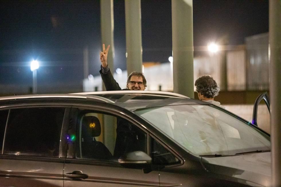 Jordi Cuixart leaving the Lledoners prison in Barcelona on Thursday night.