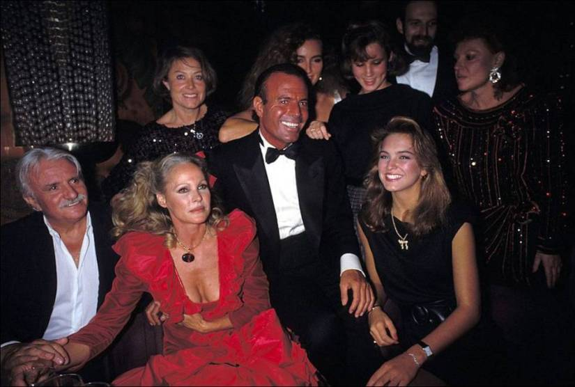 Julio Iglesias, a regular at Regine's parties and clubs, celebrated her 40th birthday in 1983 with her.