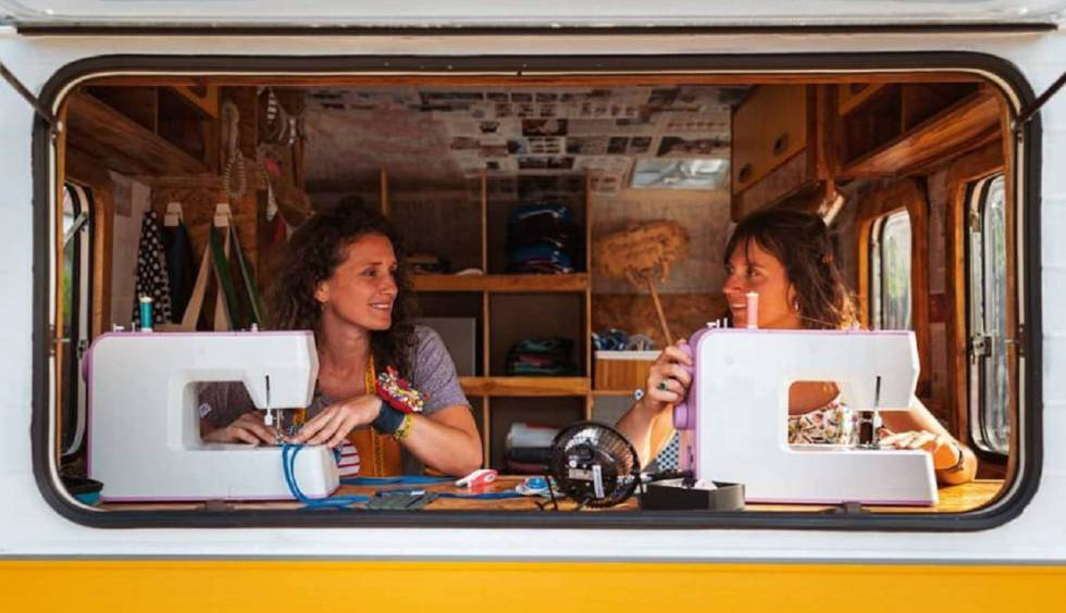 Lorena Heras y Roser Giralt son dos modistas y profesionales de la costura que un buen día decidieron sacar la máquina de coser a pasear.