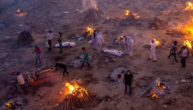 India registra 4 mil muertes por covid en tres días consecutivos.