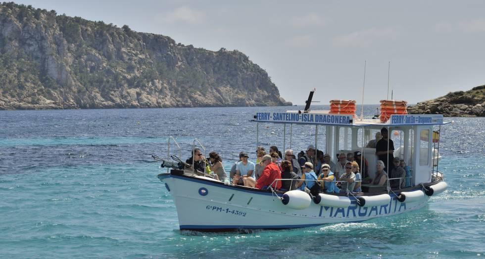 El 'llaüt' de la línea regular que enlaza con la isla Dragonera (Mallorca).