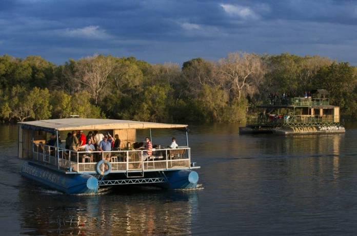 Barcos en el río Zambeze, cerca de las cataratas Victoria (Zambia).