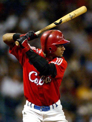 Yulieski Gourriel en 2006 en un partido con la selección cubana.
