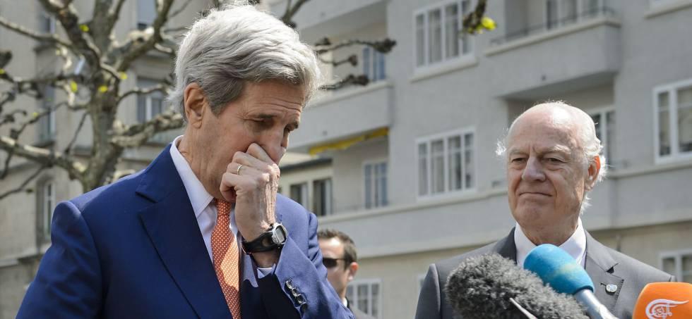 El secretario de Estado de EE UU, John Kerry, y el mediador de la ONU para Siria, Staffan de Mistura, en Ginebra.
