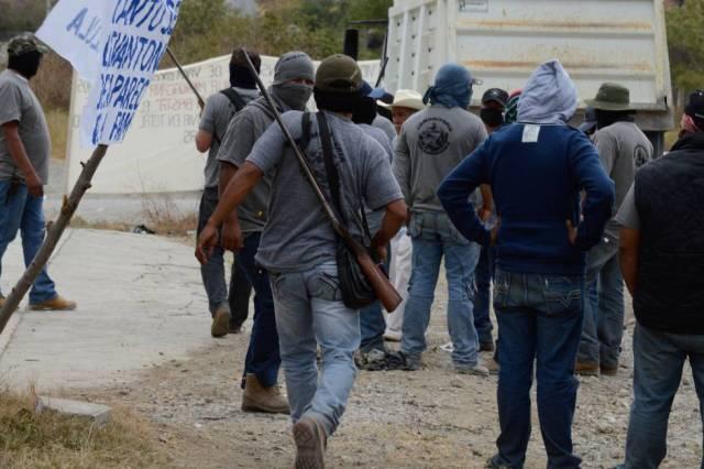 Autodefensas de Teloloapan, camino a una protesta contra La Familia en enero.