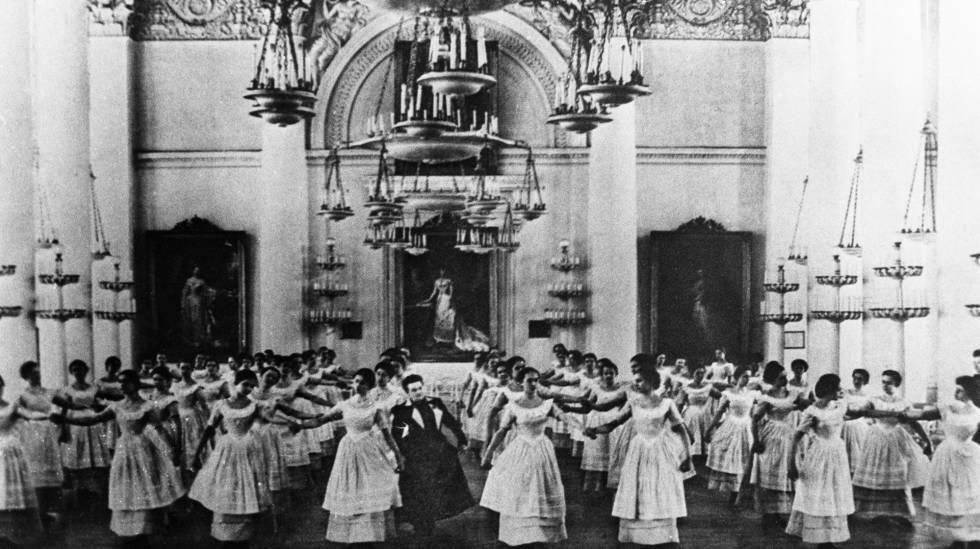 El Instituto Smolni, para nobles doncellas, se convirtió en cuartel general bolchevique.