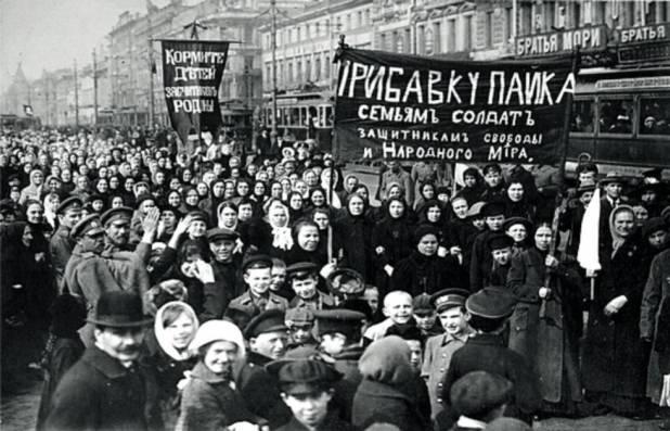 Ciudadanos de San Petersburgo, en los primeros días de la revolución.