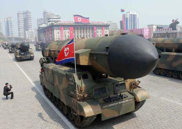 Mísseis balísticos no desfile em Pyongyang neste sábado.