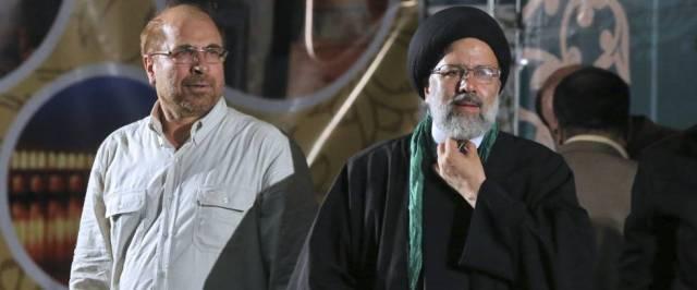 Raisí (derecha), junto al excandidato Qalibaf, en un mitin este martes.