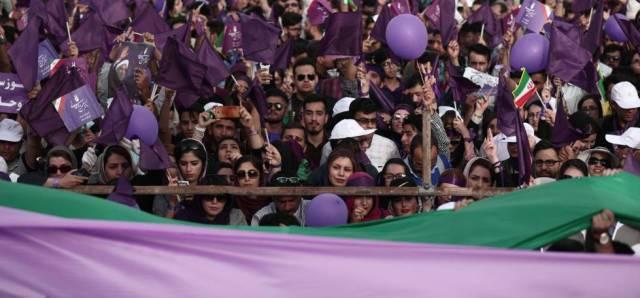Seguidores de Hasan Rohaní, en un mitin el 16 de mayo.