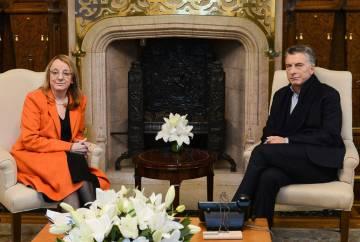 Macri con la gobernadora de Santa Cruz, Alicia Kirchner.