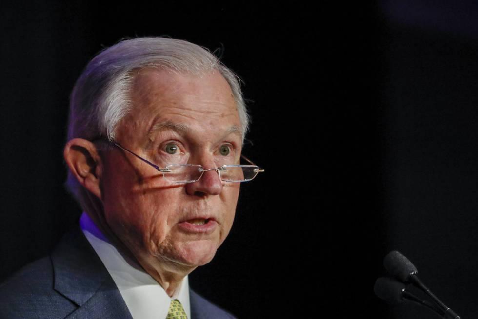 Risultati immagini per El fiscal general de EE UU se enfrenta a la trama rusa en el Senado