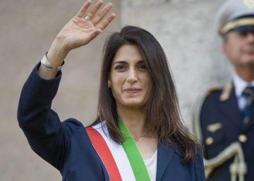 Risultati immagini per La alcaldesa de Roma y símbolo del Movimiento 5 Estrellas, un año en caída libre