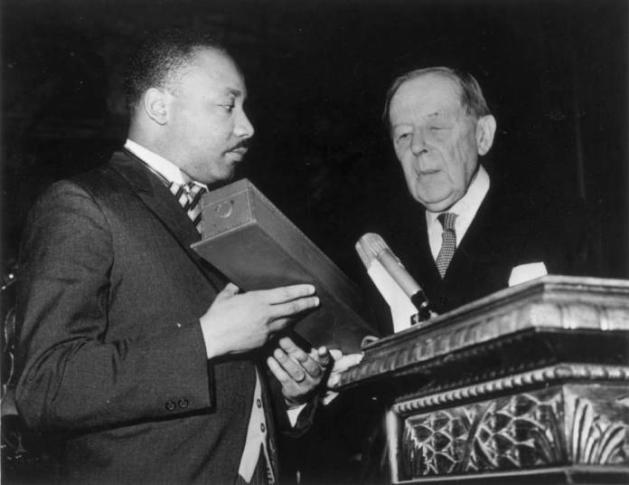 Resultado de imagen para Fotos: Martin Luther King recibe el Premio Nobel de la Paz