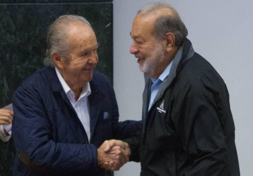 Baillères saluda al magnate Carlos Slim.