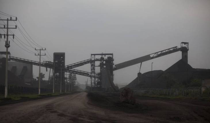 Central carbonífera de Piedras Negras. El carbón es una de las mayores industrias del norte del Estado. En 2006, 65 mineros murieron en un siniestro en una mina propiedad de Germán Larrea. Una mina que operaba en malas condiciones. Larrea ha criticado a López Obrador esta campaña.